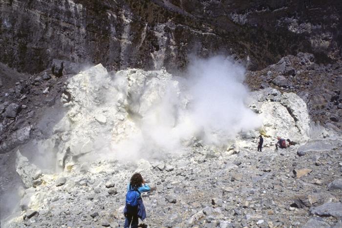 Volcano Pichincha, sulfur fumes
