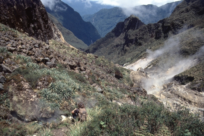 Volcano Pichincha, descent to the hot spring